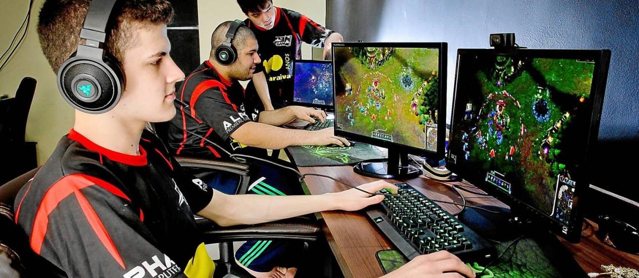 Reportagem da Globo sobre League Of Legends.