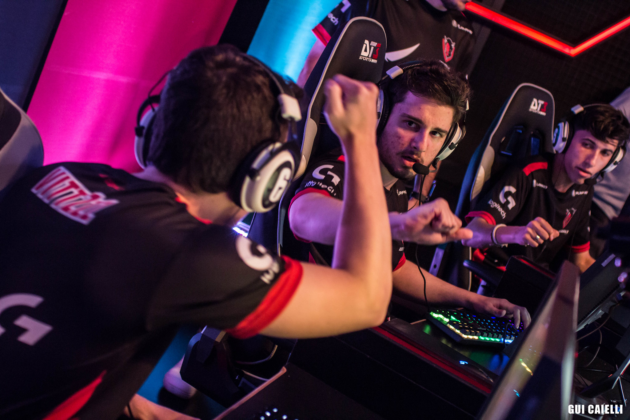 R6: Team One e Red DevilS jogarão próximo split da Pro