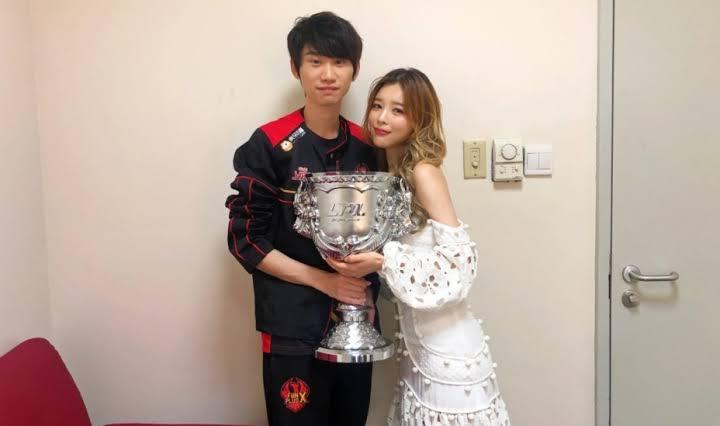 Doinb e sua esposa